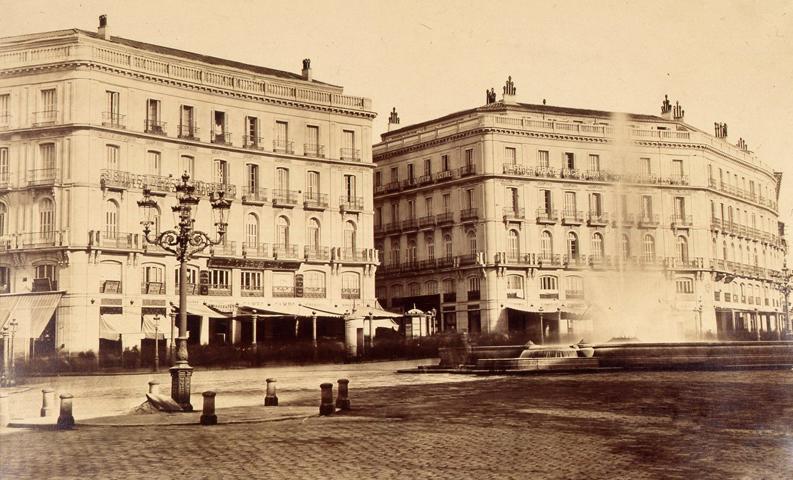 Edificio del Hotel Europa poco después de su construcción